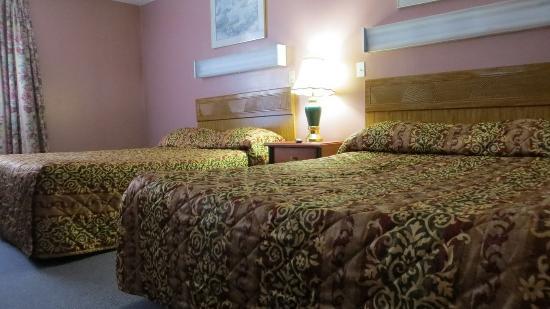 Orillia, Canadá: 2 Queen Beds - Non Smoking
