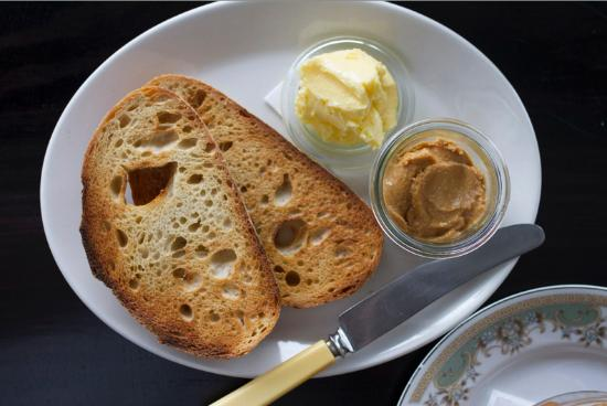 Hawthorn, Australien: House-made peanut butter on toast