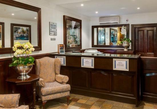 Protea Hotel Dorpshuis & Spa: Front Desk