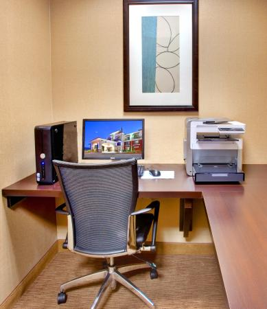 Lake Elsinore, CA: Business Center