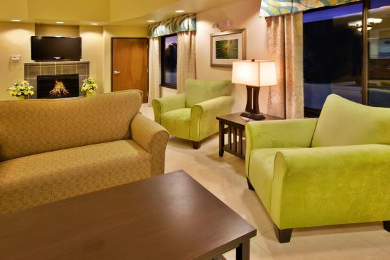 Waterloo, IA: Wait for your colleagues in our relaxing lobby area.
