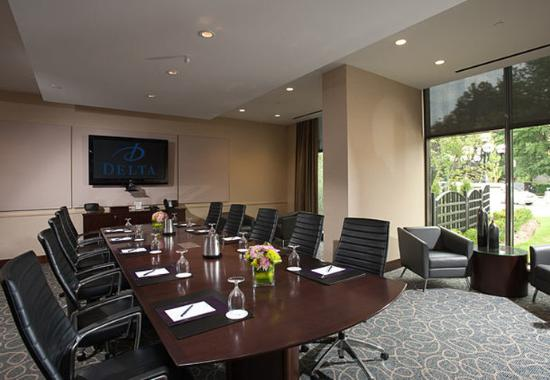 Burnaby, Canada : The Executive Boardroom