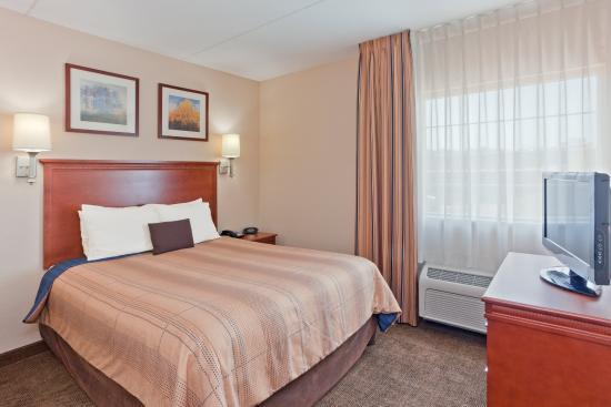Manassas, VA: Queen Bed Guest Room