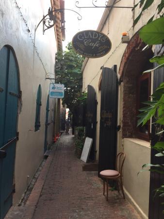 Gladys' Cafe: photo0.jpg