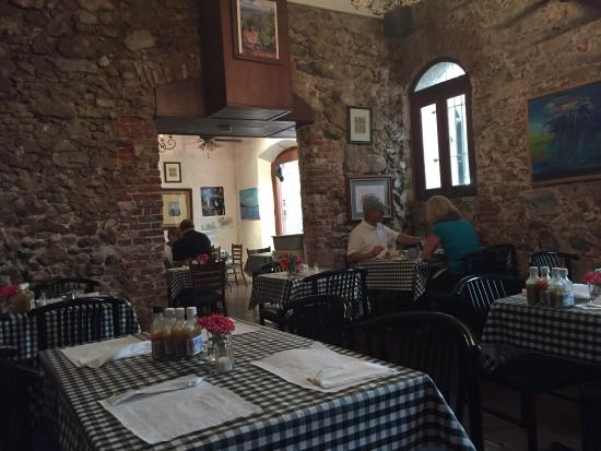 Gladys' Cafe: photo1.jpg