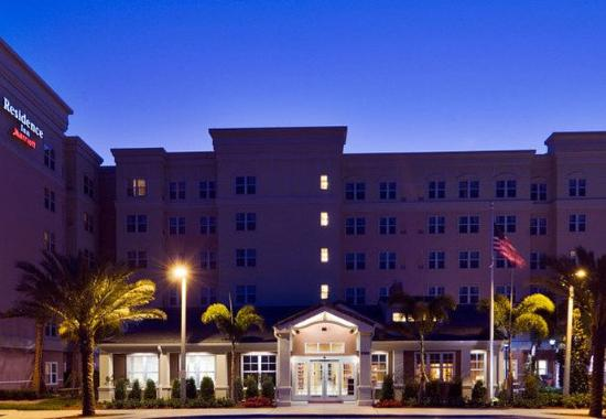 Port Saint Lucie, FL: Evening exterior shot of the hotel