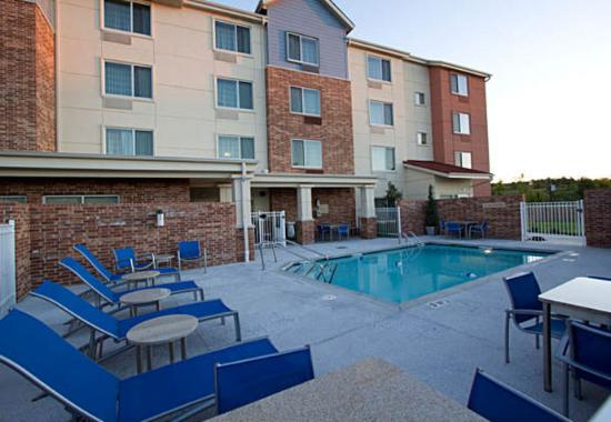 Springdale, AR: Outdoor Pool & Patio