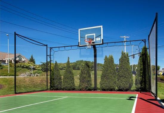Auburn, Maine: Sport Court
