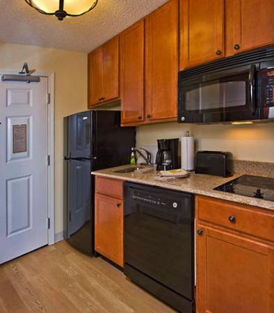 Clinton, MD: Suite Kitchen