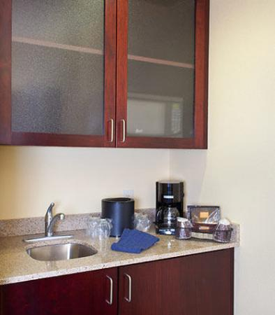 New Bern, NC: Suite Kitchenette