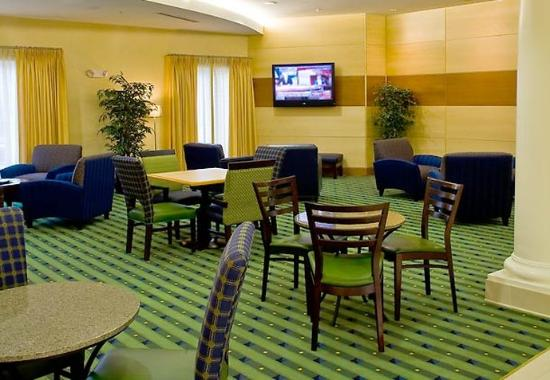 New Bern, NC: Breakfast Sitting Area