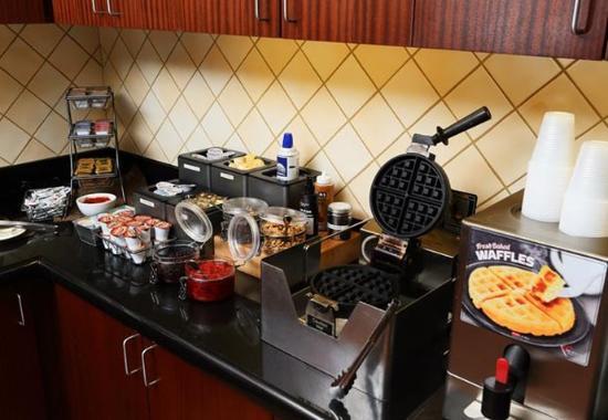 Waynesboro, VA: Breakfast Buffet – Waffle Station