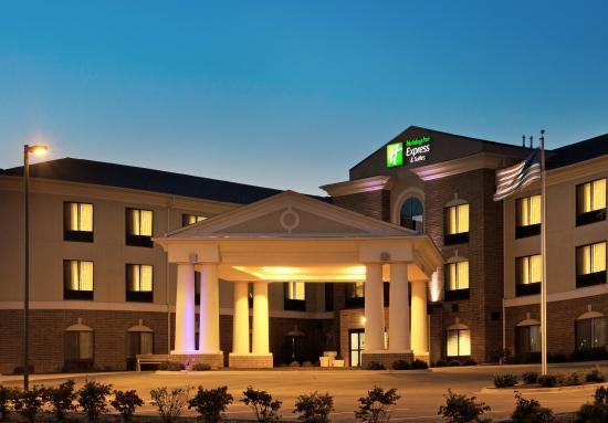 Morris, IL: Hotel Exterior