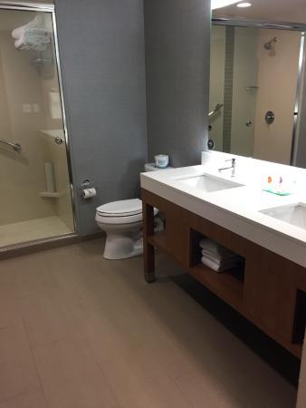 Amherst, estado de Nueva York: King Suite Bathroom