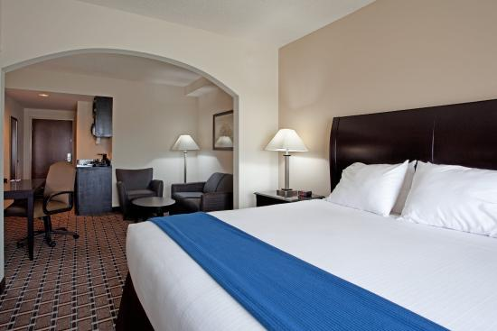 Holiday Inn Express Hope Mills Suite