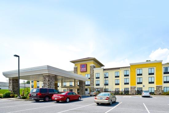 Comfort Suites Amish Country: Exterior