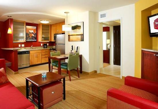 The Colony, TX: One-Bedroom Suite