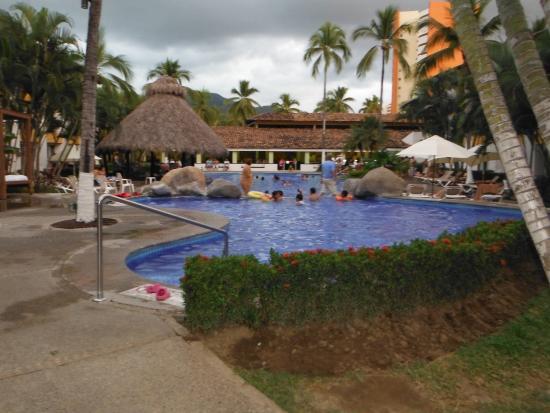 Plaza Pelicanos Grand Beach Resort: No nBeach