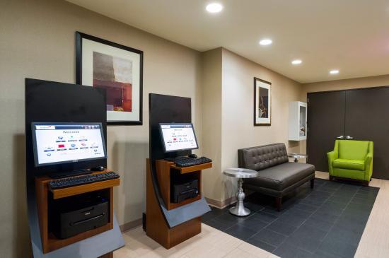 Holiday Inn Express New York City-Wall Street: Business Kiosks