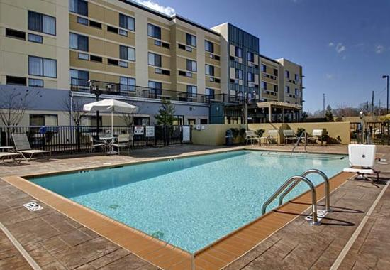 Courtyard by Marriott Statesville: Outdoor Pool