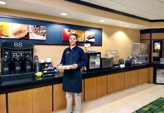 Fairfield Inn & Suites Rockford: Breakfast Buffet