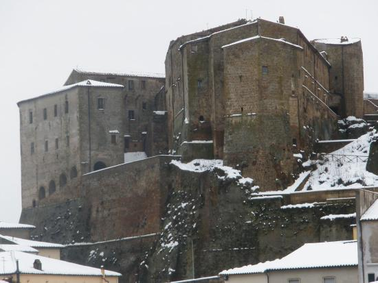 Sorano, Italia: The Fortress by winter