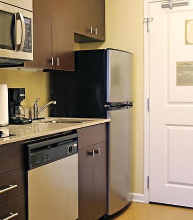Huntington, Западная Вирджиния: King Studio Suite Kitchen