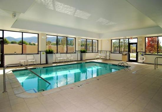 Tehachapi, CA: Indoor Pool & Spa