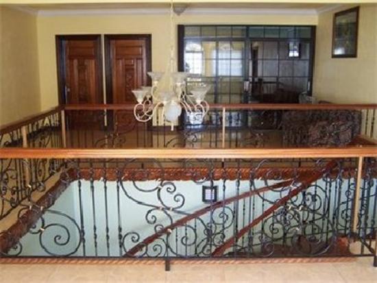 Paradise Clarridge View: Hallway