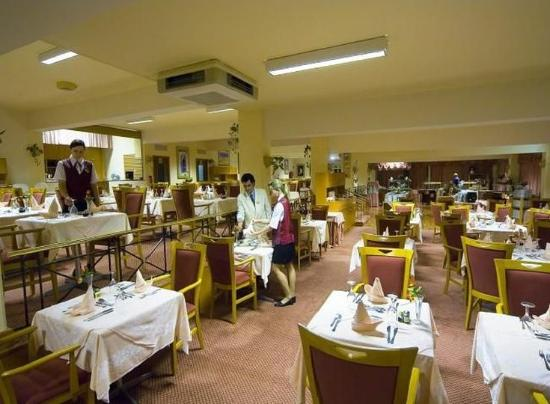 Asterias Beach Hotel: Restaurant