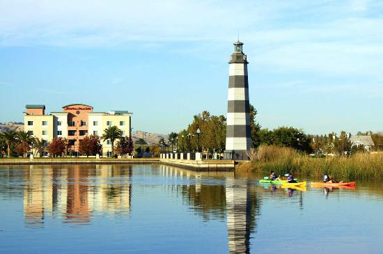 Suisun City, CA: Exterior on the Waterfront