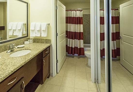 Yonkers, estado de Nueva York: Studio Suite Bathroom