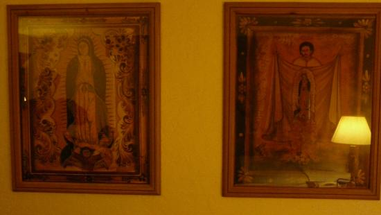 Esplendor Resort at Rio Rico: Creepy Virgin Mary pictures in room.