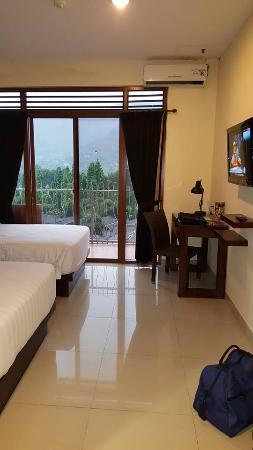 tempat tidur yang di desain rapi dan bersih picture of royal rh en tripadvisor com hk