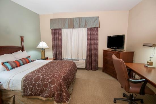 Covington, LA: One Bedroom Suite