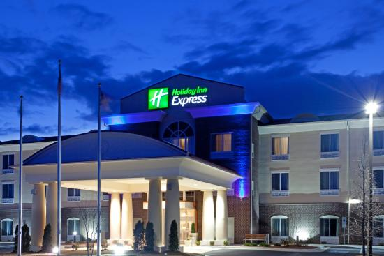 Holiday Inn Express Pembroke: Hotel Exterior