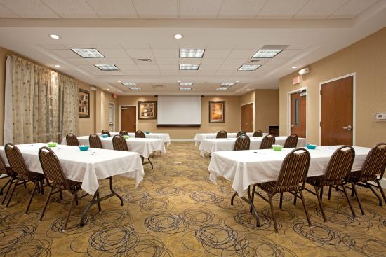Holiday Inn Express Pembroke: Meeting Room