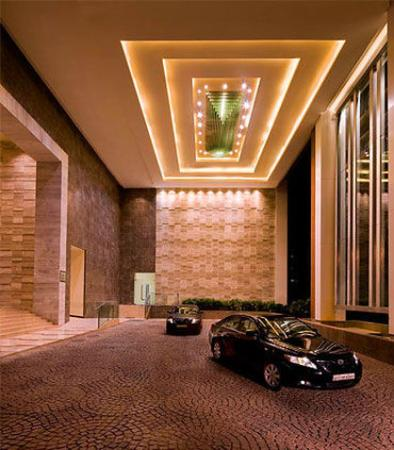 Courtyard by Marriott, Ahmedabad: Entrance