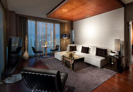 Hotel Beaux Arts Miami: One-Bedroom Bay View Suite