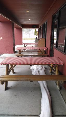 Newland, NC: Outdoor seating, for when it isn't snowing.