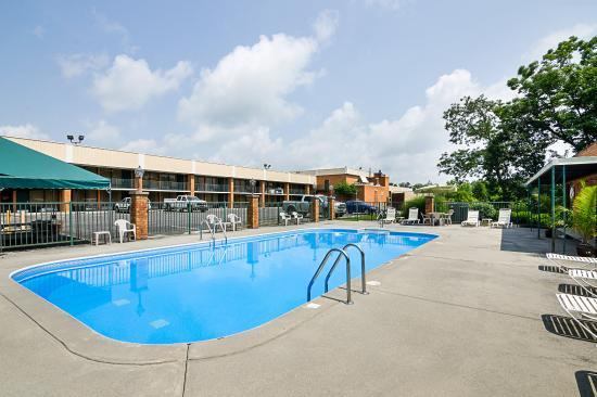 Lewisburg, Virginia Occidental: Pool