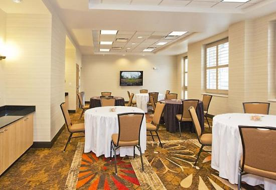 Residence Inn Pittsburgh North Shore: Meeting Room – Banquet Setup