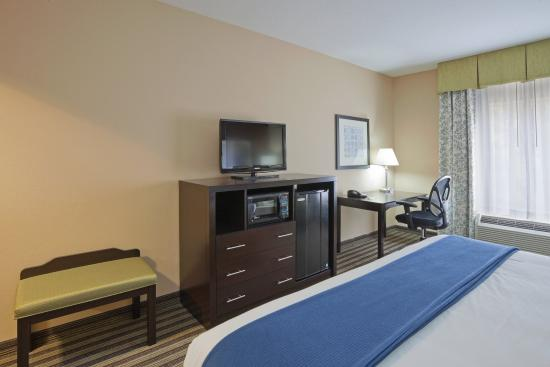 Columbia, TN: King Bed Guest Room