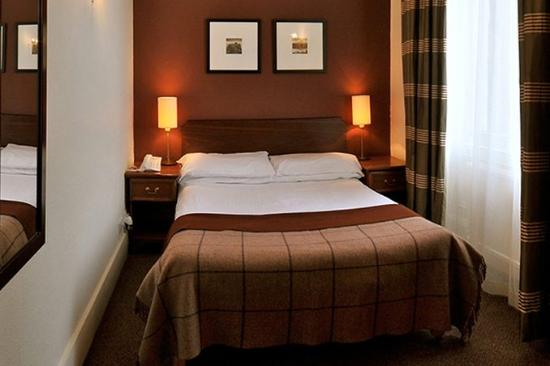 Ben Wyvis Hotel Bedroom