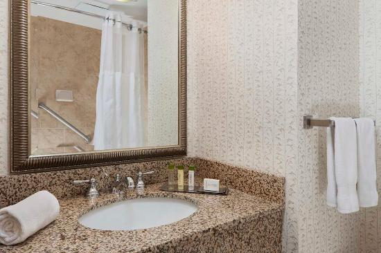 DoubleTree Resort by Hilton Hotel Lancaster: Bathroom