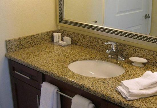 San Marcos, CA: Suite Bathroom