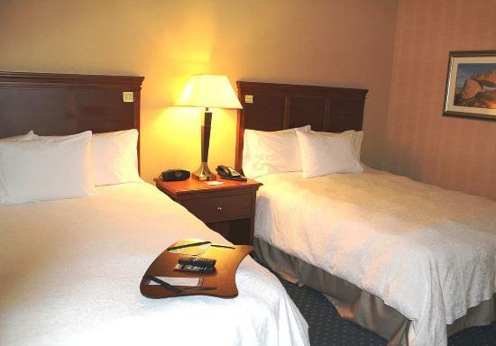 Ellsworth, ME: Two Queens Bedroom