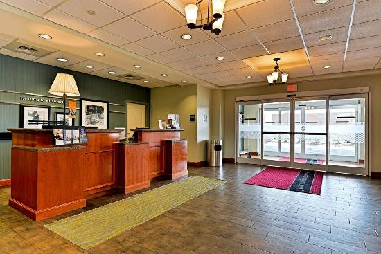 Ellsworth, ME: Hotel Lobby