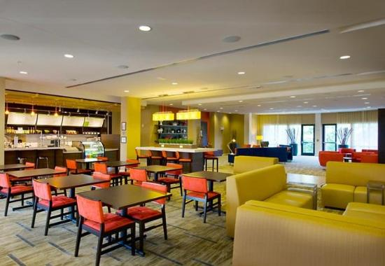McDonough, จอร์เจีย: Bistro Seating Area