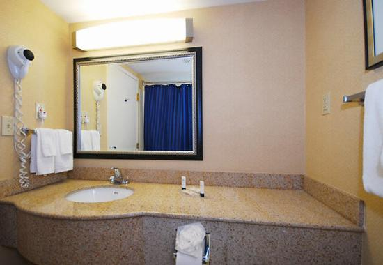 Revere, MA: Guest Bathroom